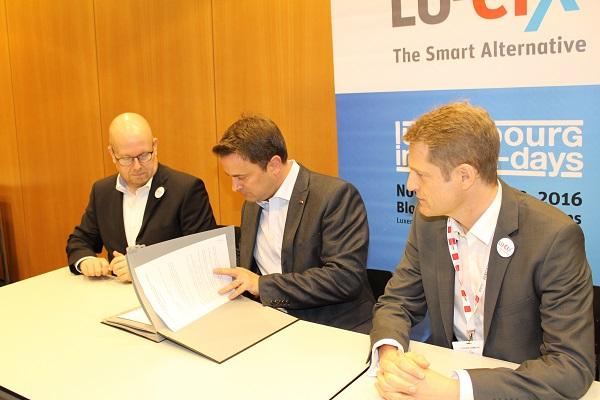 Luxembourg Internet Days: Xavier Bettel signe un accord de coopération financière avec LU-CIX (23.11.2016)