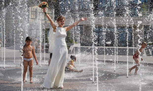 A bride cools off in Kiev, Ukraine